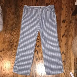 🦋Pinstriped low rise American Eagle Jeans!🦋